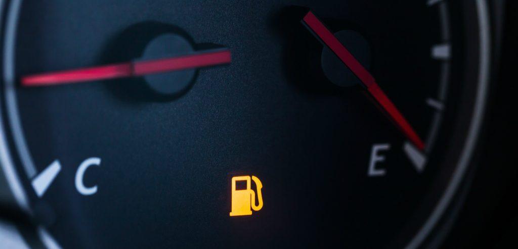 Saiba os motivos para você não rodar com o combustível na reserva