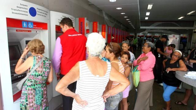 Agora é Lei: Preferência a idosos em bancos e lotéricas será ampliada no Estado