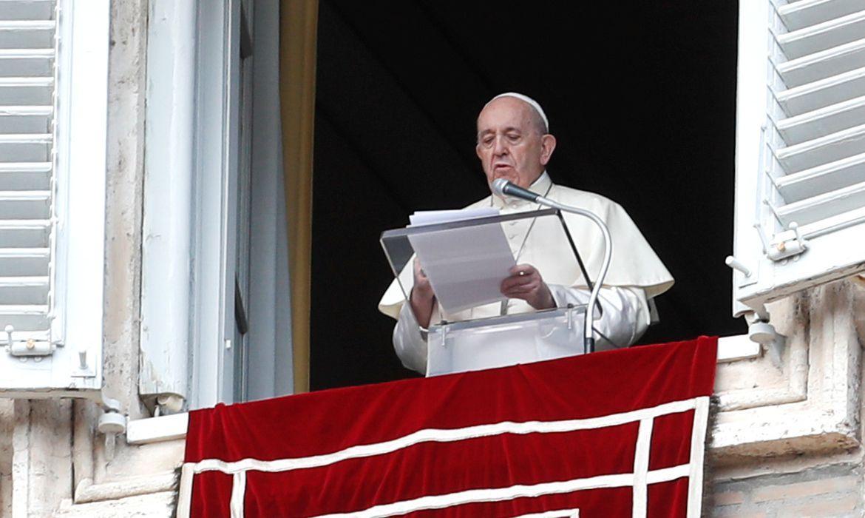 Papa não conduzirá missas de Ano Novo em razão de dor ciática