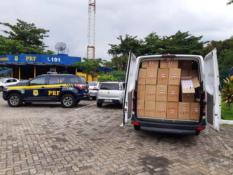 Piraí: PRF apreende 7 mil pacotes de cigarros ilegais
