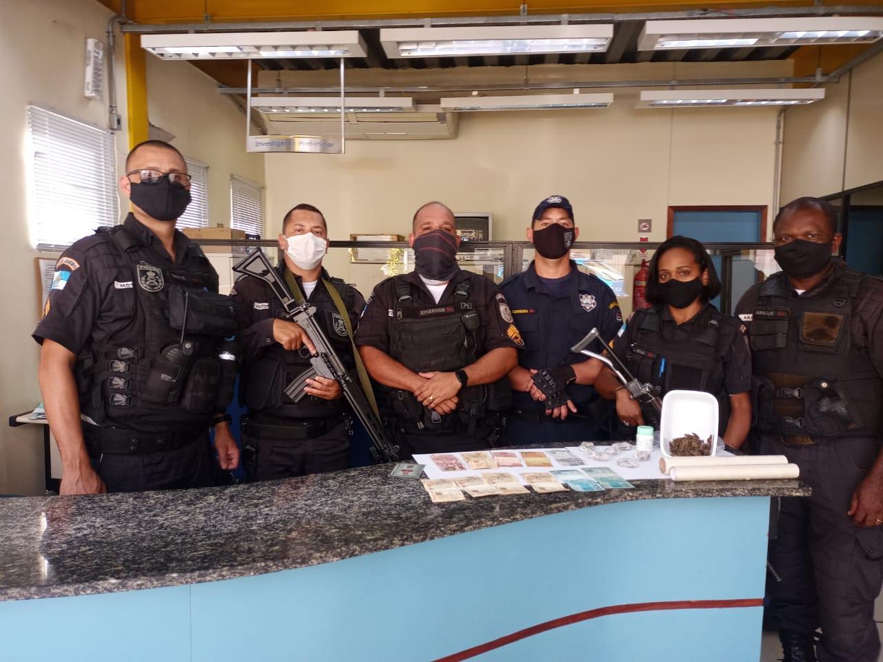 Operação conjunta da Guarda Municipal e Polícia Mlitar apreende drogas e dinheiro em Vassouras