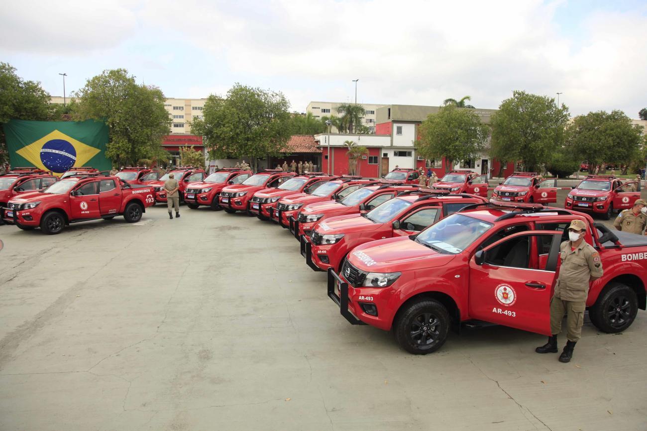 Governador Cláudio Castro entrega 80 novas viaturas para o Corpo de Bombeiros