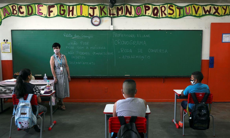 No Rio, sindicato pede fechamento de escolas por casos de covid-19